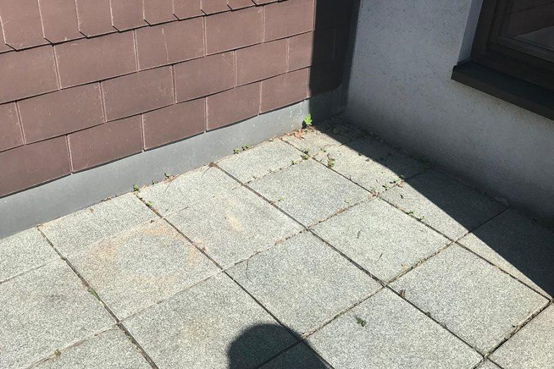 gereinigte Terassenfläche für Kunstrasen
