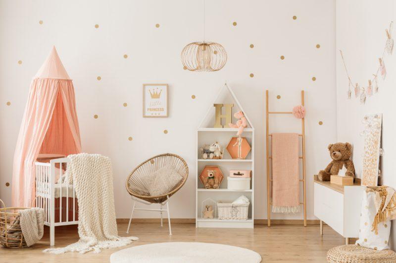Babyzimmer mit rundem Teppich