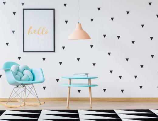 Modernes Zimmer in Schwarz-Weiß