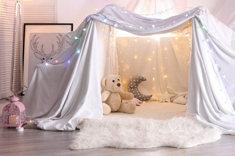 Kinderzimmer Zelt mit Schaffell