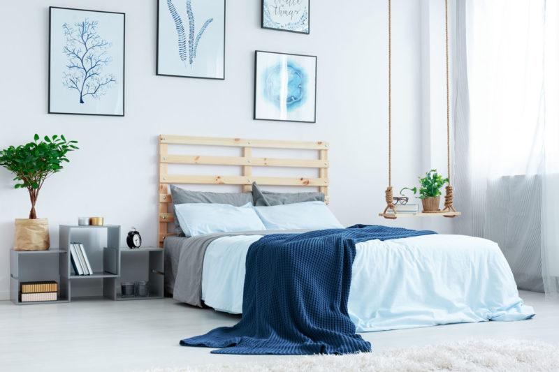 Schlafzimmer in hellen Blautönen